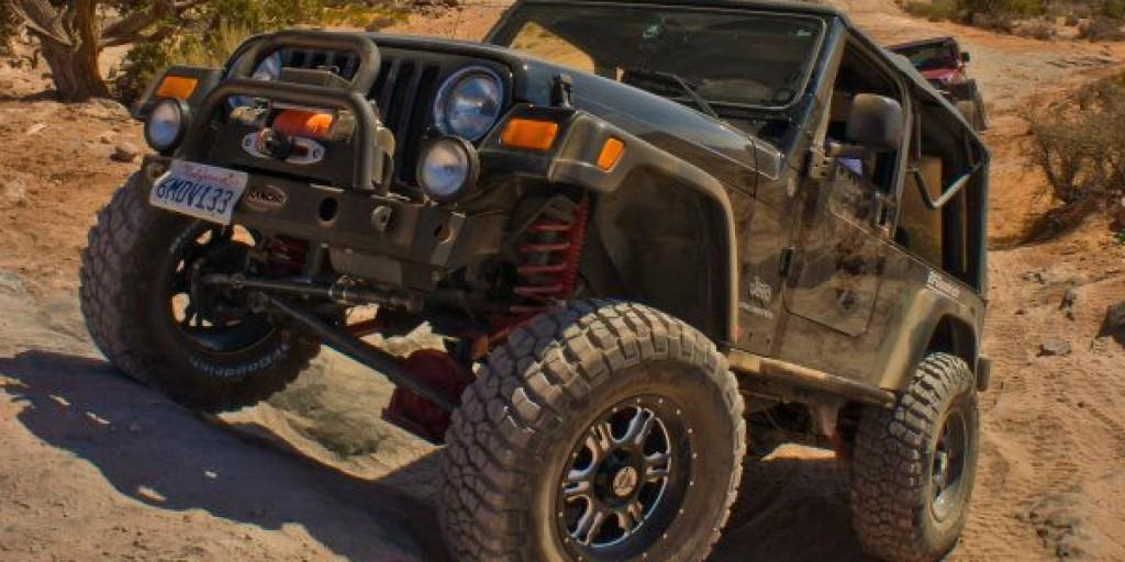 Jeep-Wrangler-Rock-Crawling