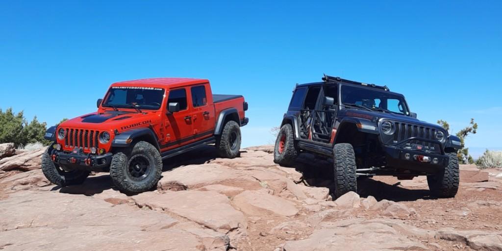 Jeep-Wrangler-Jeep-Gladiator-on-Rocks